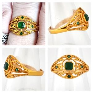Jewelry - NWOT Emerald Gold ring